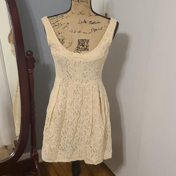 H & M LACE IVORY SKATER DRESS size 8
